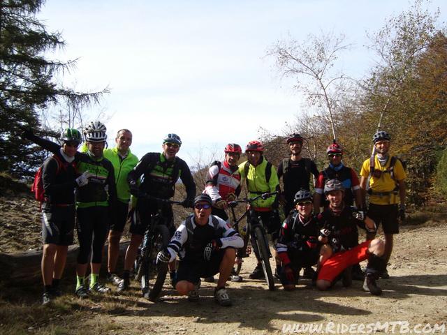 Giunti al Colle Colletto ci salutiamo con gli SKARSI (impossibile stargli dietro) noi procediamo per la cima del FREIDOUR