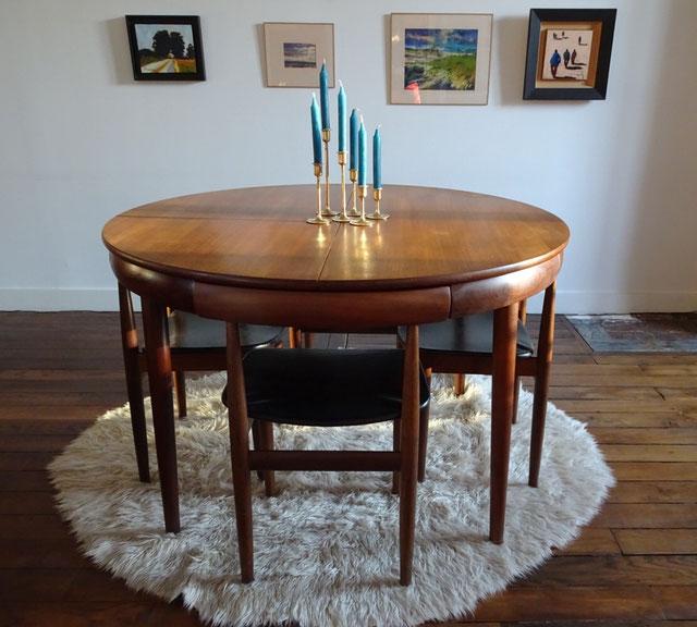 Hans Olsen, table vintage, teck, design danois, Frem Røjle, chaises encastrées, table extensible
