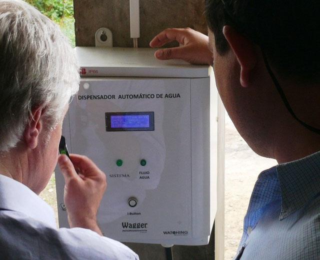 Dispensador automático de agua potable para camiones cisterna. Manta, Ecuador.