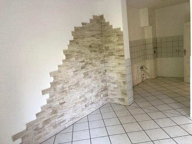 Wohnzimmer in Richtung integrierte Küche