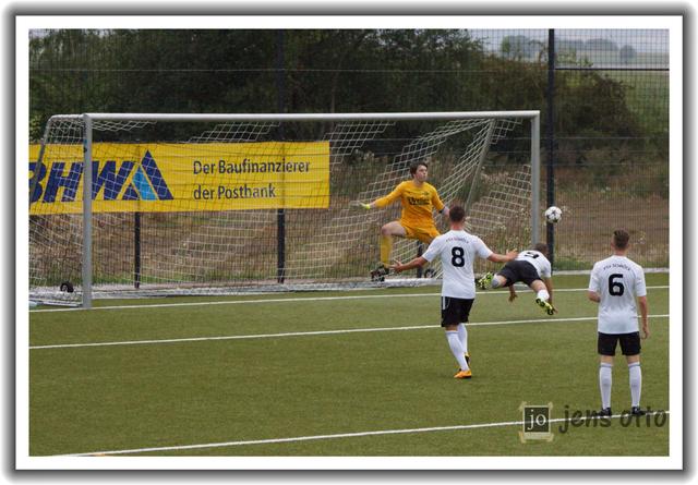 Per Flugkopfball erzielte Andreas Schoch das 1:0 (17.)