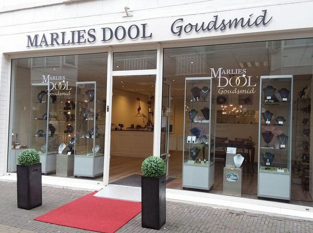 Winkelpand aan Raadhuisstraat 243 in Alphen aan den Rijn