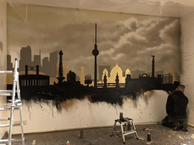 Fassadenmalerei in Berlin.