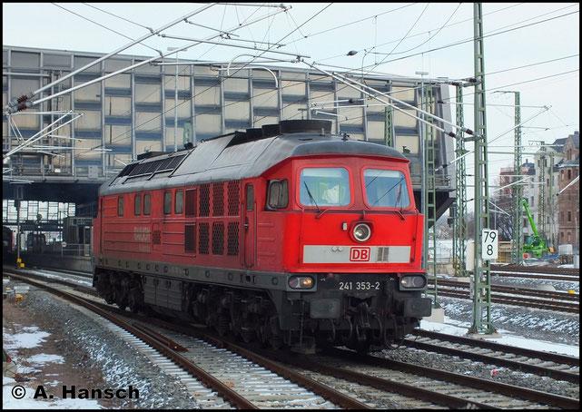 Am 11. Februar 2013 war 241 353-2 für den Gipsleerzug nach Chemnitz Küchwald zuständig. Nach getaner Arbeit fährt sie als Lz durch Chemnitz Hbf.