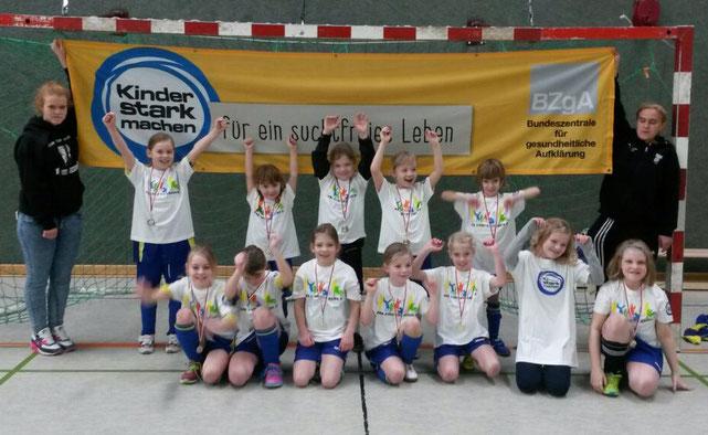 Die F-Juniorinnen des SC Preußen Borghorst bei ihrem ersten eigenen Hallenturnier.