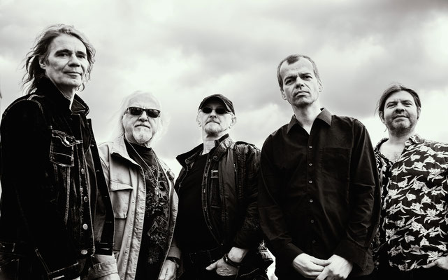 Auch nach drei veröffentlichten Alben bekennt sich die Alex Mofa Gang zum Touren als wichtigsten Aspekt des Musikmachens. Mitte November legt die Berliner Punkrockband in Konstanz und Ulm zwei Tourstopps ein. Foto: Greta Horsch