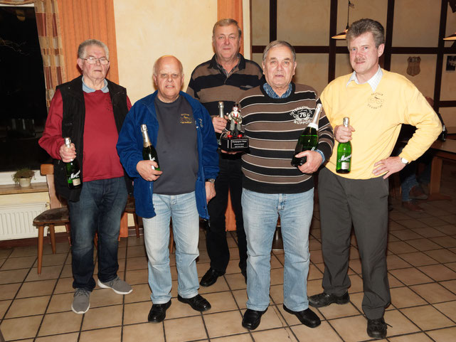 v.l.: 4. Günther Heins, 5. Hans-Wilhelm Jakob, 2. Jürgen Möller, Champagnerpokal Sieger Erwin Münz u. 3. Olaf Kopplin