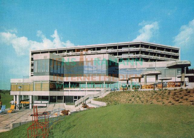 Blick von der Sonnenterrasse auf das Haupthaus - vor 1973