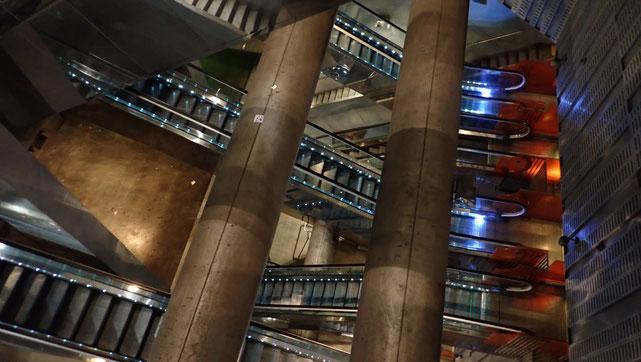 Metrostation Garibaldi - ein Labyrinth aus Treppen