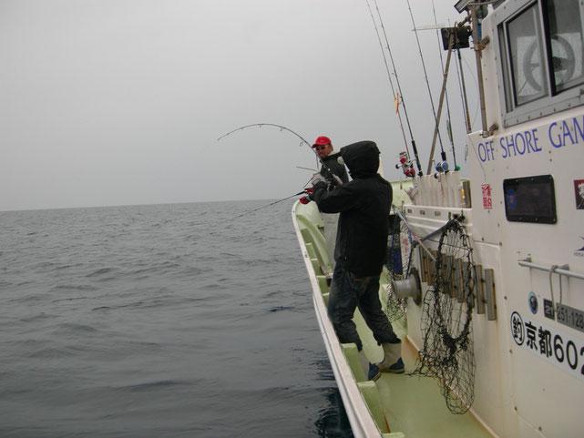 今日の魚は赤い帽子とヒゲが嫌い?白・黒・茶系の帽子にHIT!
