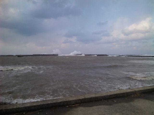 風速20m/s 以上 水戸口は20mの水しぶき 10日