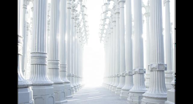 Les cohéritiers du Christ sont des piliers dans le Temple de Dieu. Cela met en évidence la position extrêmement importante qu'ils occuperont en tant que représentants de Dieu lui-même, d'ailleurs sur eux est écrit le Nom de Dieu.