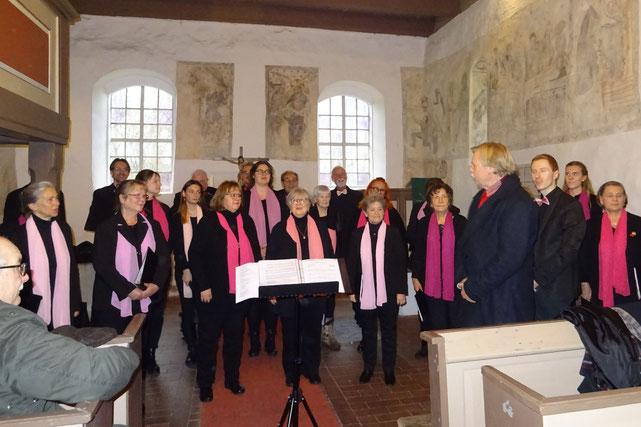 Auch in der Görsdorfer Kirche sind wir mit unseren Weihnachtsliedern gern gesehende Gäste.  01.12.2019
