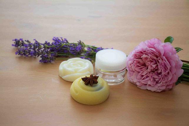 Naturprodukte, Handgesiedete Naturseife, Lavendel, Rose, Körperpflegeprodukte