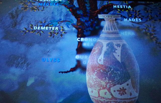 Fisch an einer Hauswand in Taranto. Das griechische Wort für Fisch ἰχθύς ichthýs enthält ein kurzgefasstes Glaubensbekenntnis, ist ein urchristliches Symbol und wird tiefenpsychologisch als als Symbol für die (unter Wasser) verborgene Wahrheit betrachtet.