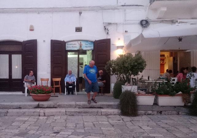 Piazza Vittorio Emanule, Eingang zum Büro des Festkomittees San Vito Martire