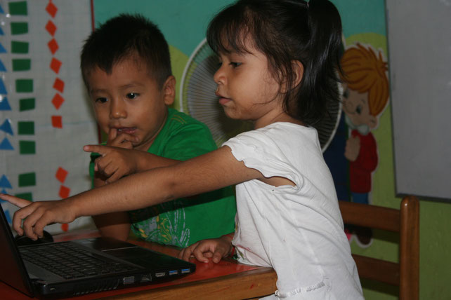 Erste Erkundungen mit dem Laptop.