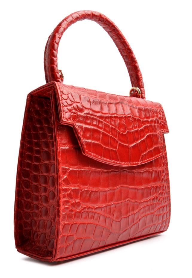 Handgefertigte Trachtentasche aus edlem Leder in rot