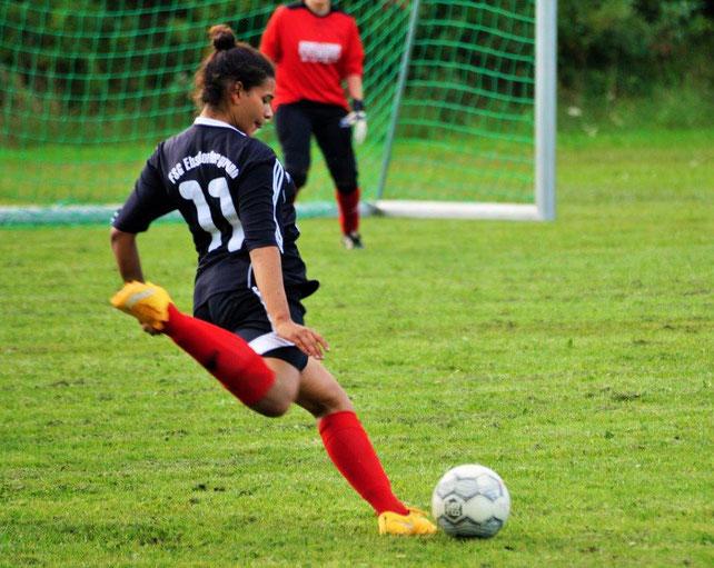 Nahm mit dem Team der Frauenfußballspielgemeinschaft Ebsdorfergrund am Frauen-Eschenburg-Cup in Eibelshausen teil: FSG-Stürmerin Lisa Adao