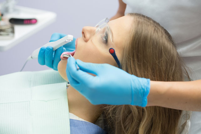intraorale-kamera-zahnarztpraxis-carina-sell-gießen