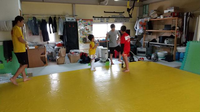 最後の練習は掃除です。teamYAMATO奈良新大宮支部は練習の最後に掃除を入れてます。