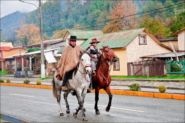 Cavaliers à Currarehue
