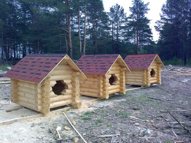 Будка для собак из оцилиндрованного бревна деревянная