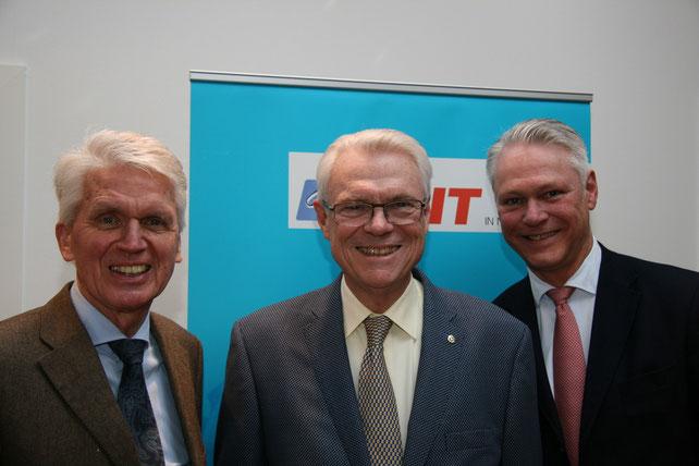 Peter Luths (r.) begrüßte als besonderen Gast den stellvertretenden MIT- Bundesvorsitzenden Dieter Bischoff, der sich über das Wiedersehen mit dem langjährigen MIT-Bundesvorsitzenden Dr. Josef Schlarmann (l.) freute (Foto MIT/Max Manzke)