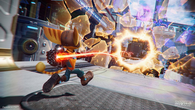 Ratchet öffnet einen Dimensionsriss in Ratchet & Clank: Rift Apart von Insomniac Games auf der PlayStation 5