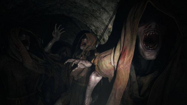 Monster attackieren Ethan Winters in Resident Evil Village von Capcom