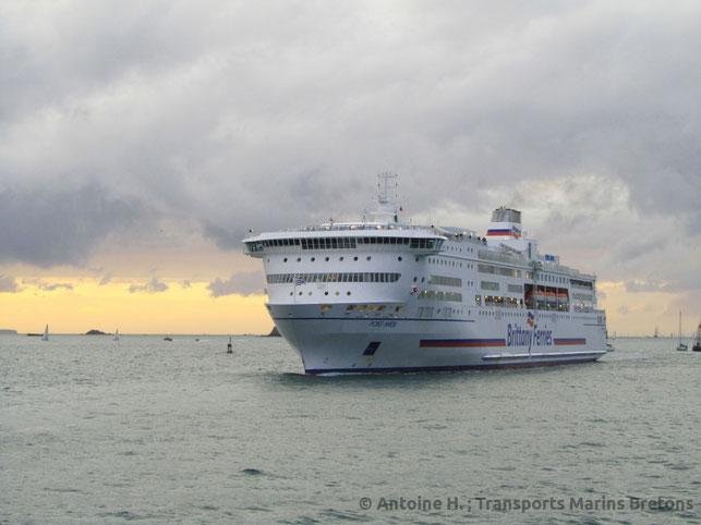 M/V Pont-Aven arrivant au port de Saint-Malo.