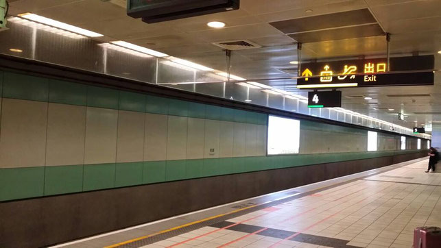 台湾高速鉄道の桃園駅(タオヤン駅)のホーム♪