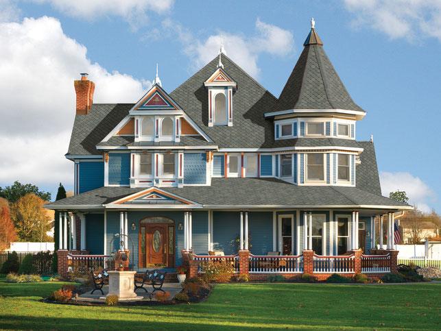 na zdjęciu dach pokryty gontem marki GAF model Sienna w kolorze Harbor Mist