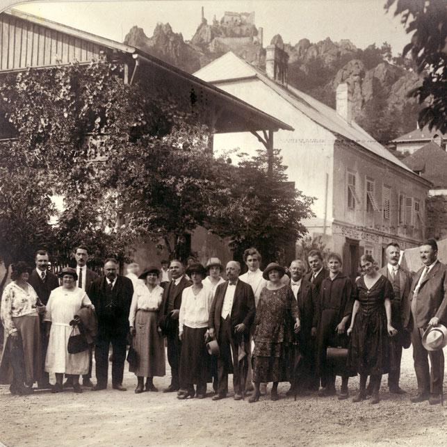 Betriebsausflug der Metallwarenfabrik Franz Leopold Löblich nach Dürnstein/Wachau um 1920