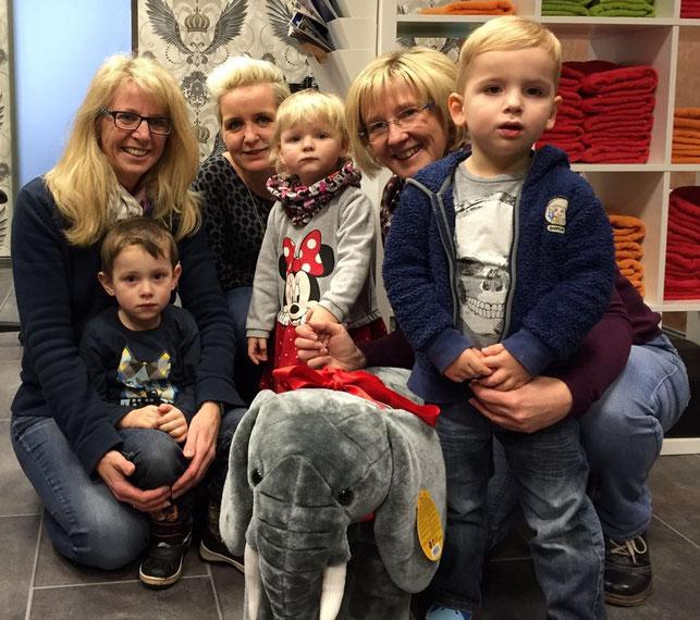 Spende eines neuen Elefanten für die Kinderturngruppe Arbergen