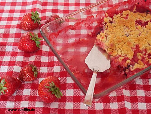 Erdbeere, Nachtisch mit Erdbeeren, Dessert, Crumble, Streusel