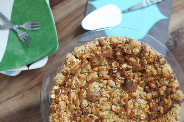 Apfel-Käsekuchen mit Streuseln und Karamell