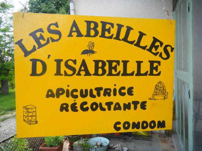 """Implantée  en région Midi-Pyrénées, dans le Gers, véritable terre """"de bonnes saveurs"""" et passionnée d'apiculture, les Abeilles d'Isabelle vous propose de découvrir les produits de la ruche."""
