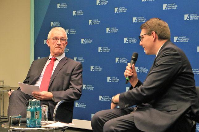 Admiral Manfred Nielson und Jan Fuhrmann im Dialog