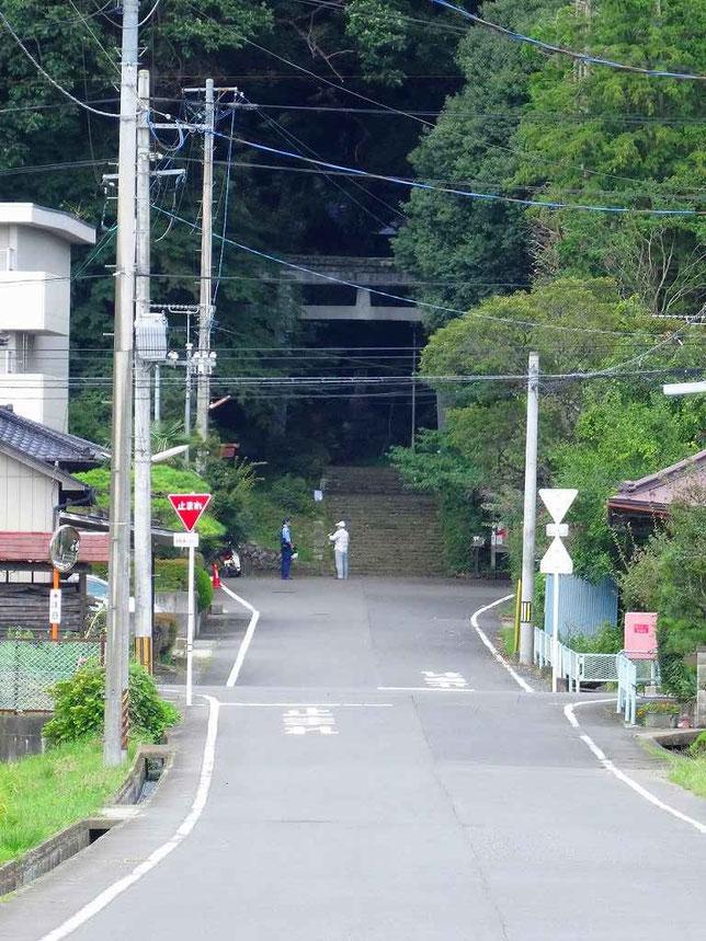 一の鳥居から見た馬場都々古別神社