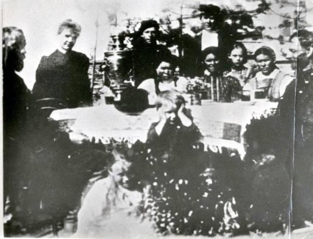 Клавдия Ивановна Кирсанова в Павловске у семьи Кушнаревых