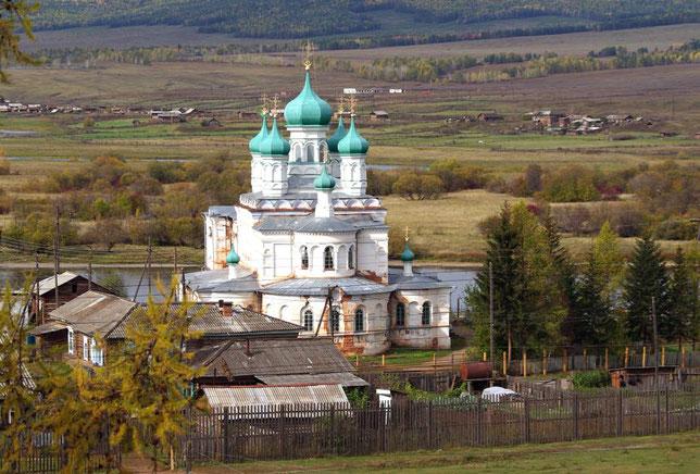 Вид на Рождественскую церковь в Верхоленске. Фото Алексея Зуева