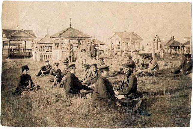 Мархинские скопцы на кладбище