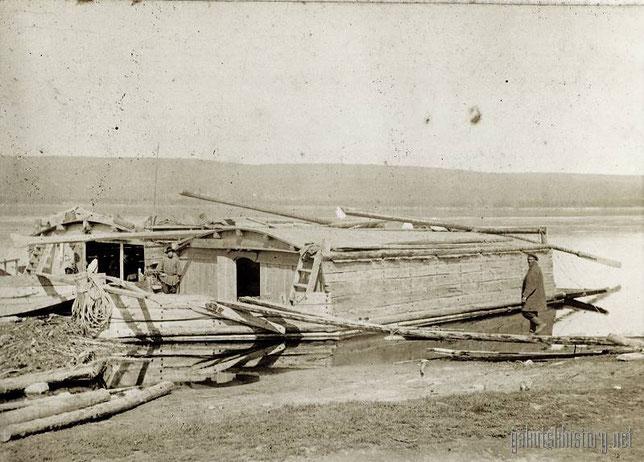 Карбасы на Лене. 1910. Снимок П.И.Злыгостева