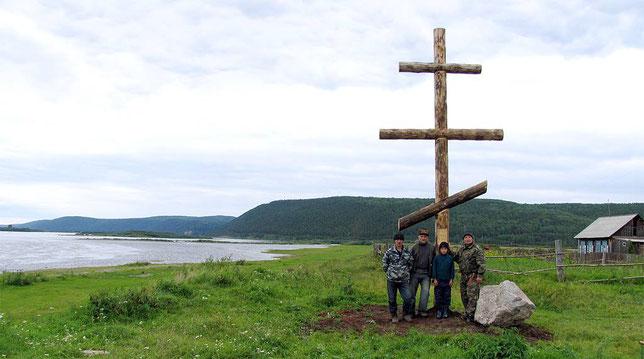 Чечуйск. Совместное фото на память с участниками установки Поклонного креста и памятного камня