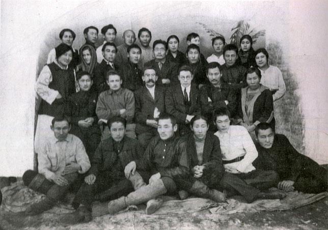 Артисты национальной труппы. 1925 г.
