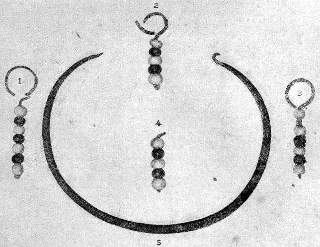 Рис. 10. 1, 2, 3, 4 — подвески, 5—обруч.