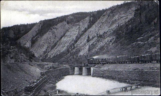 Бодайбинская железная дорога. Путь между скал речки Бодайбо