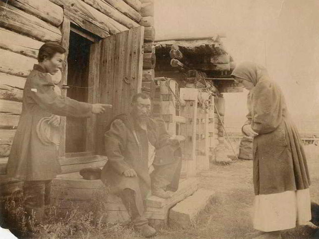 Тяжба. Постановочное фото Н.Виташевского
