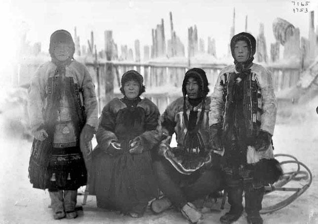 Семья старосты юкагиров. Снимок Иохельсона